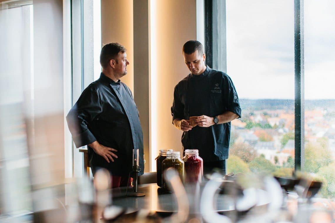 Syttende - Jesper Koch og Peter